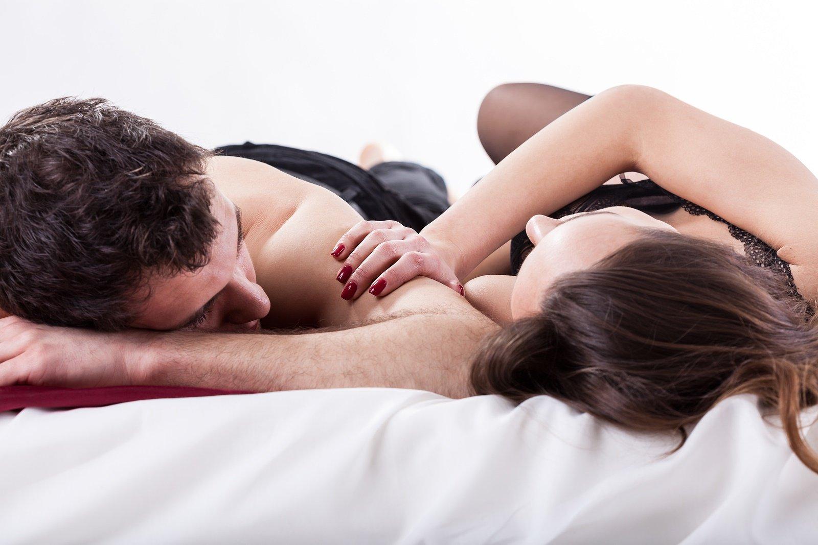 zsarolás milf szex fiatal fekete szőrös punci képek